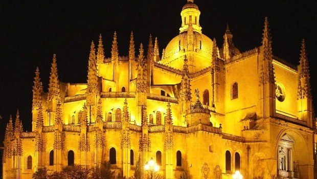 Cattedrale-di-Segovia-di-notte-620x350