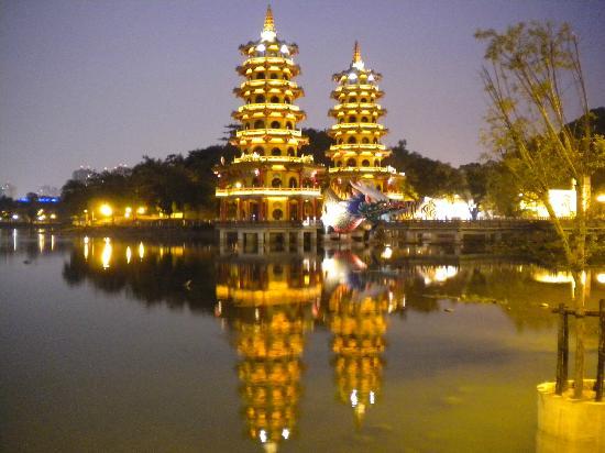 dragon-and-tiger-pagodas