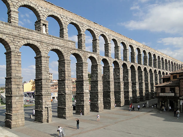 Aqueduct_of_Segovia
